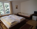 Trojlůžkový pokoj s manželskou postelí