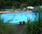 Bazén s lehátky
